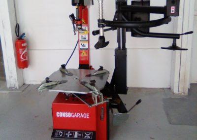 Machine démonte pneu